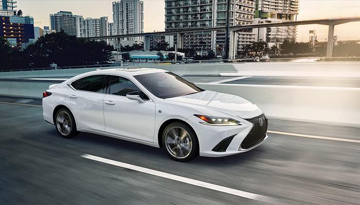 Lexus ES ทำยอดขายได้มากกว่า BMW 5-Series และ Mercedes-Benz E-Class